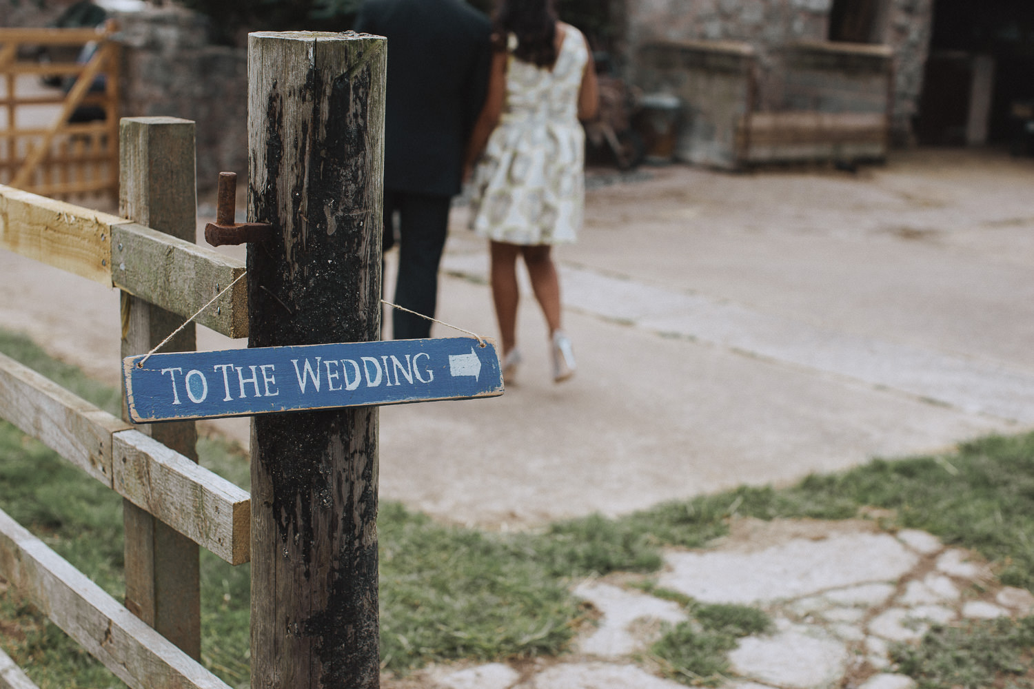 A sign as a wedding saying 'to the wedding'