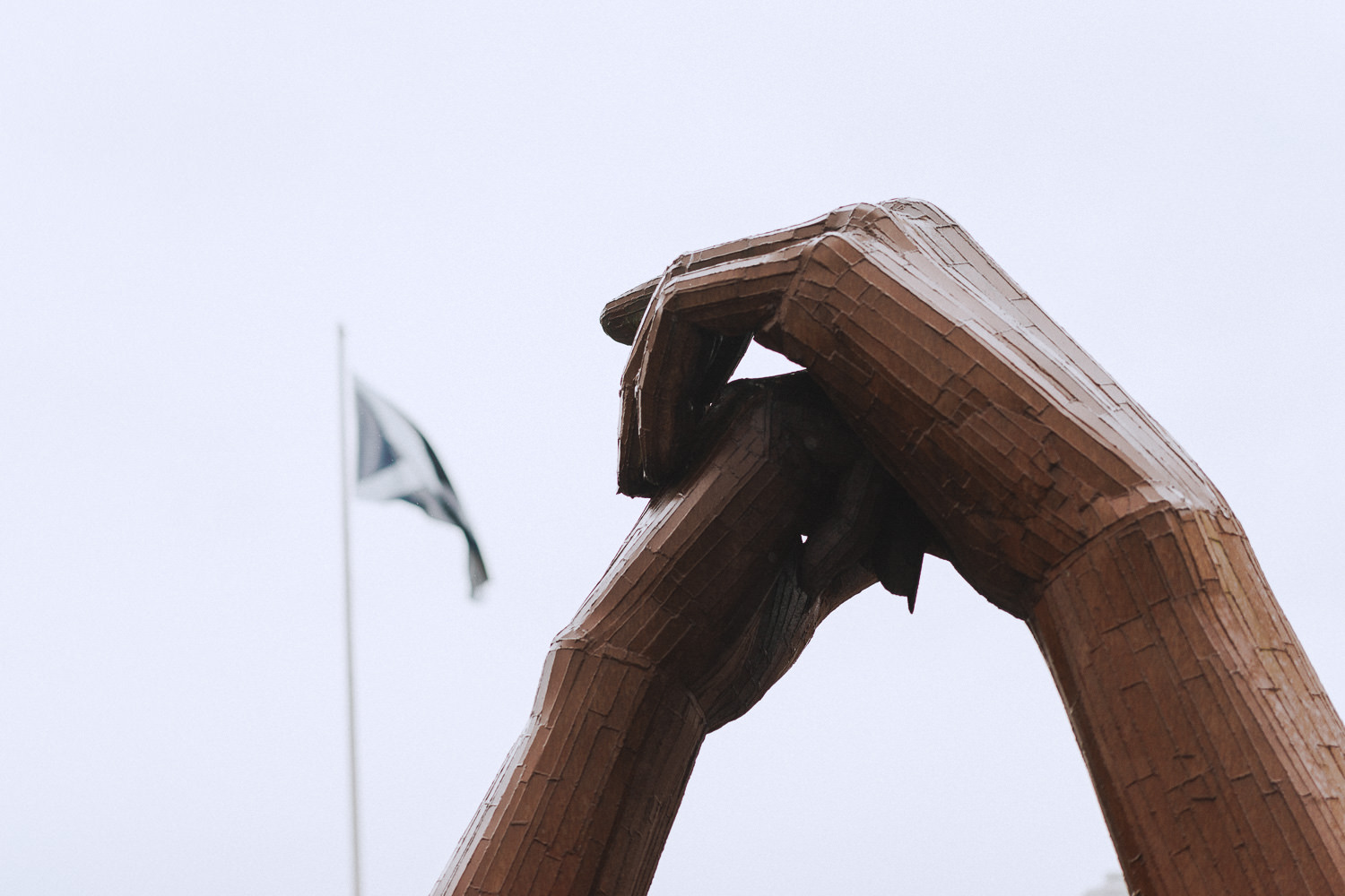 statue of holding hands at gretna green