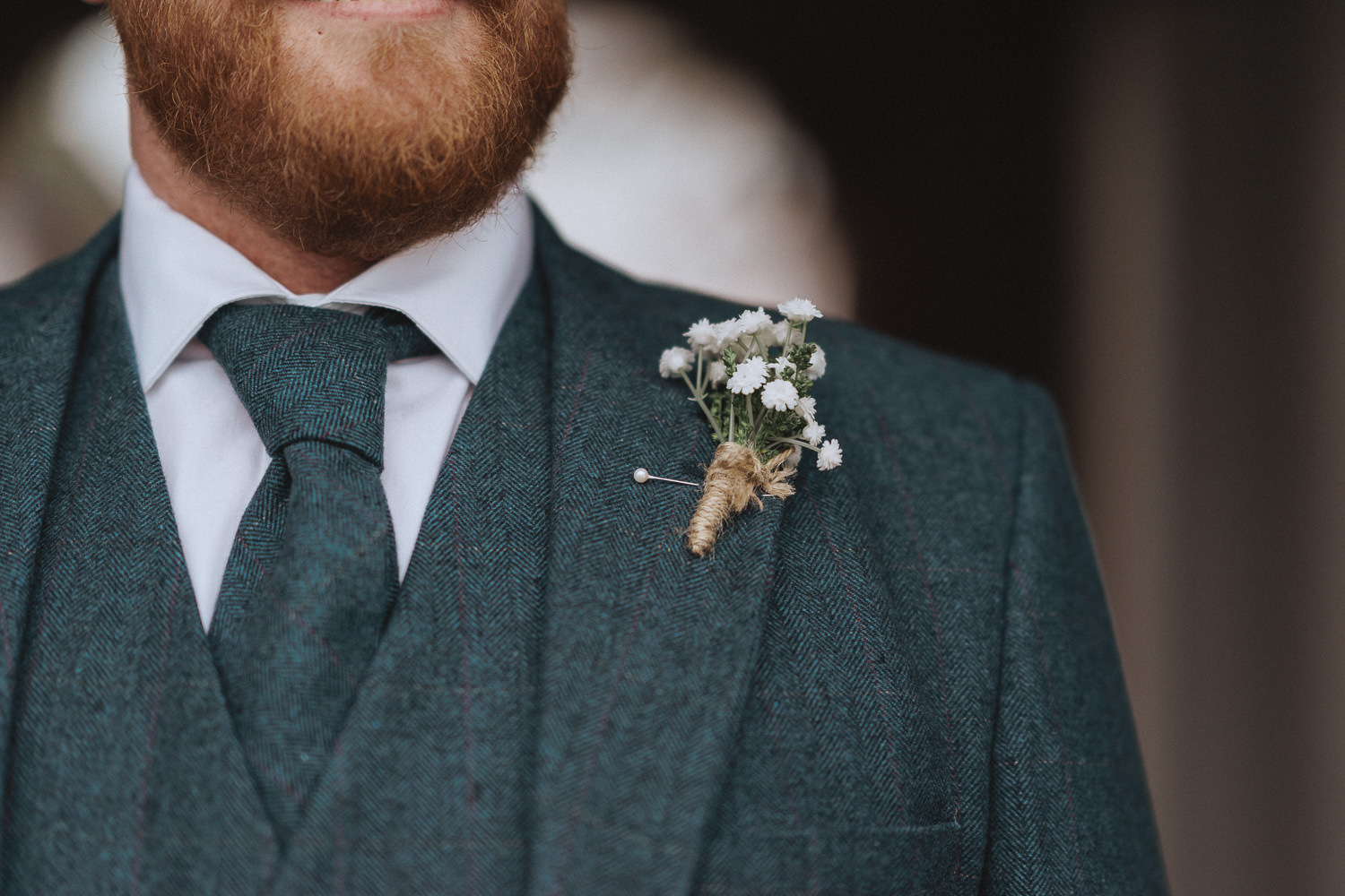 close up of a grooms boutonnière